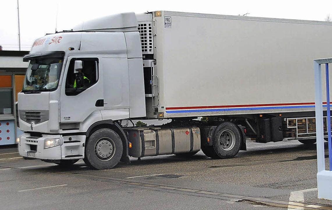 Den Verkehr sieht auch die Firma Zimme...n maximal 80 Lkw-Fahrten pro Tag aus.   | Foto: Ralf Staub
