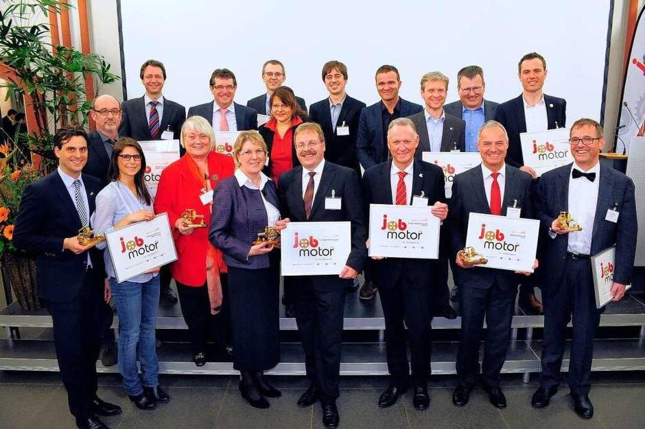 Gruppenfoto bei der Verleihung des Jobmotor 2012 in der Meckelhalle der Sparkasse Nördlicher Breisgau. (Foto: Thomas Kunz)