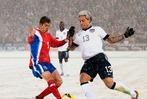 Fotos: Schnee-Fußball zwischen den USA und Costa Rica