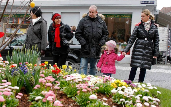 Der Bl�tensonntag 2013 in Lahr: Kaum Sonne, dennoch viele Menschen.