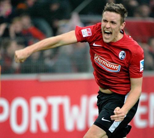 Max Kruse bejubelt seinen Treffer zum 1:0.