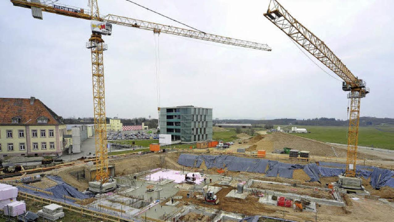 Das neue Zentrum FIT entsteht derzeit ...der Technischen Fakultät am Flugplatz.  | Foto: Thomas Kunz