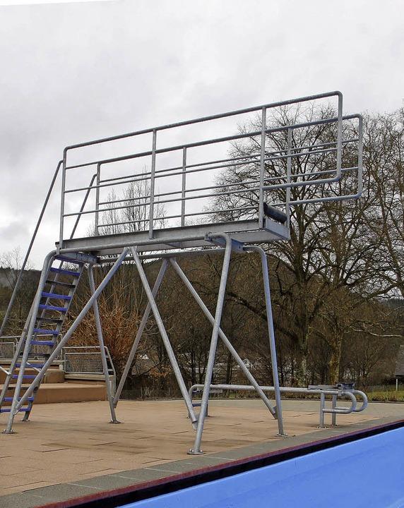 Auch bei der Sprunganlage bringt die M... Ein- und ein Drei-Meter-Brett geben.   | Foto: Heidi Fössel