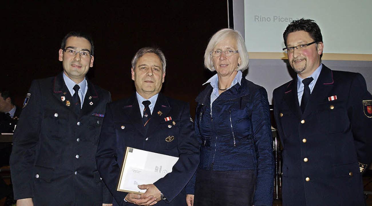 Eine hohe Ehrung mit der Ernennung zum...ter Jürgen Schernhammer (von links) .   | Foto: Paul Schleer