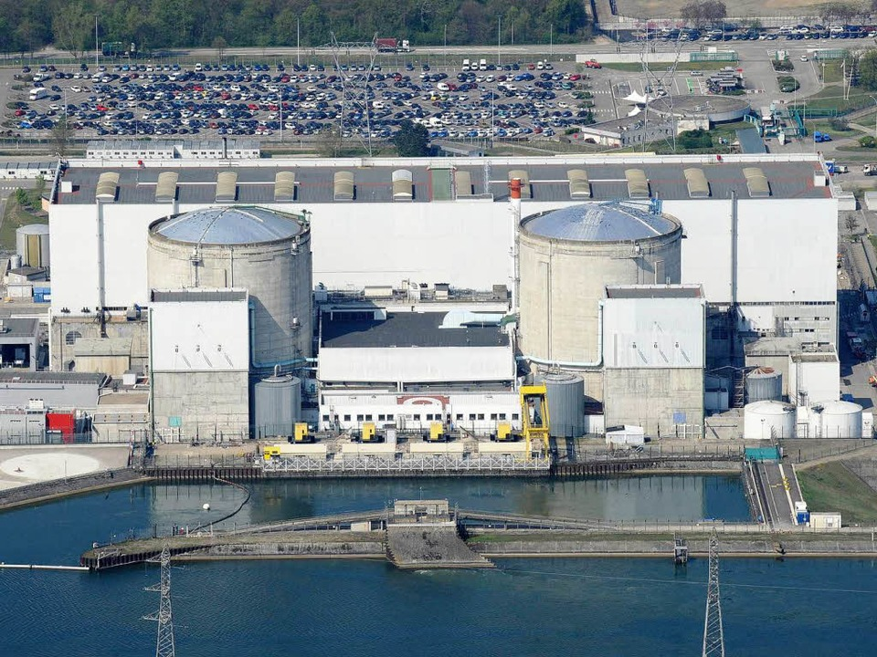 Die beiden Atomreaktoren des Kraftwerks Fessenheim   | Foto: dapd