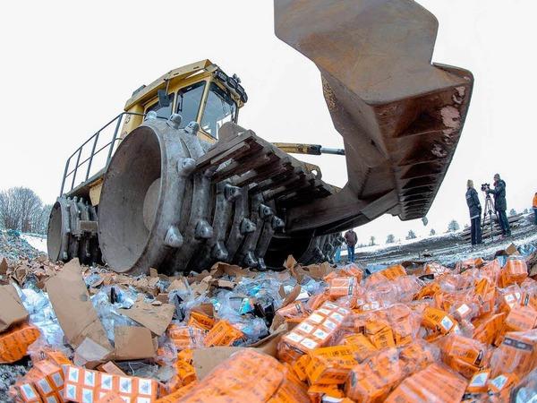 Produktfälschungen: 2012 wurden so viele Fälschungen beschlagnahmt wie noch nie. Sie stammen oft aus Fernost. Im Januar vernichtet der Staat jede Menge gefälschte Glühbirnen.