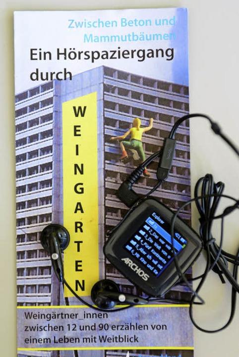 Ausstattung: MP3-Player und Flyer zum Hörspaziergang.   | Foto: Schneider