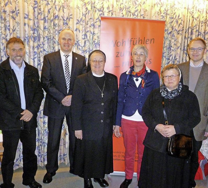 Nach 14-jähriger Tätigkeit in der Sozi... Kannen und Pfarrer Johannes Frische.   | Foto: Eberhard Gross