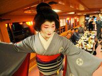 Der Kimono feiert sein internationales Comeback