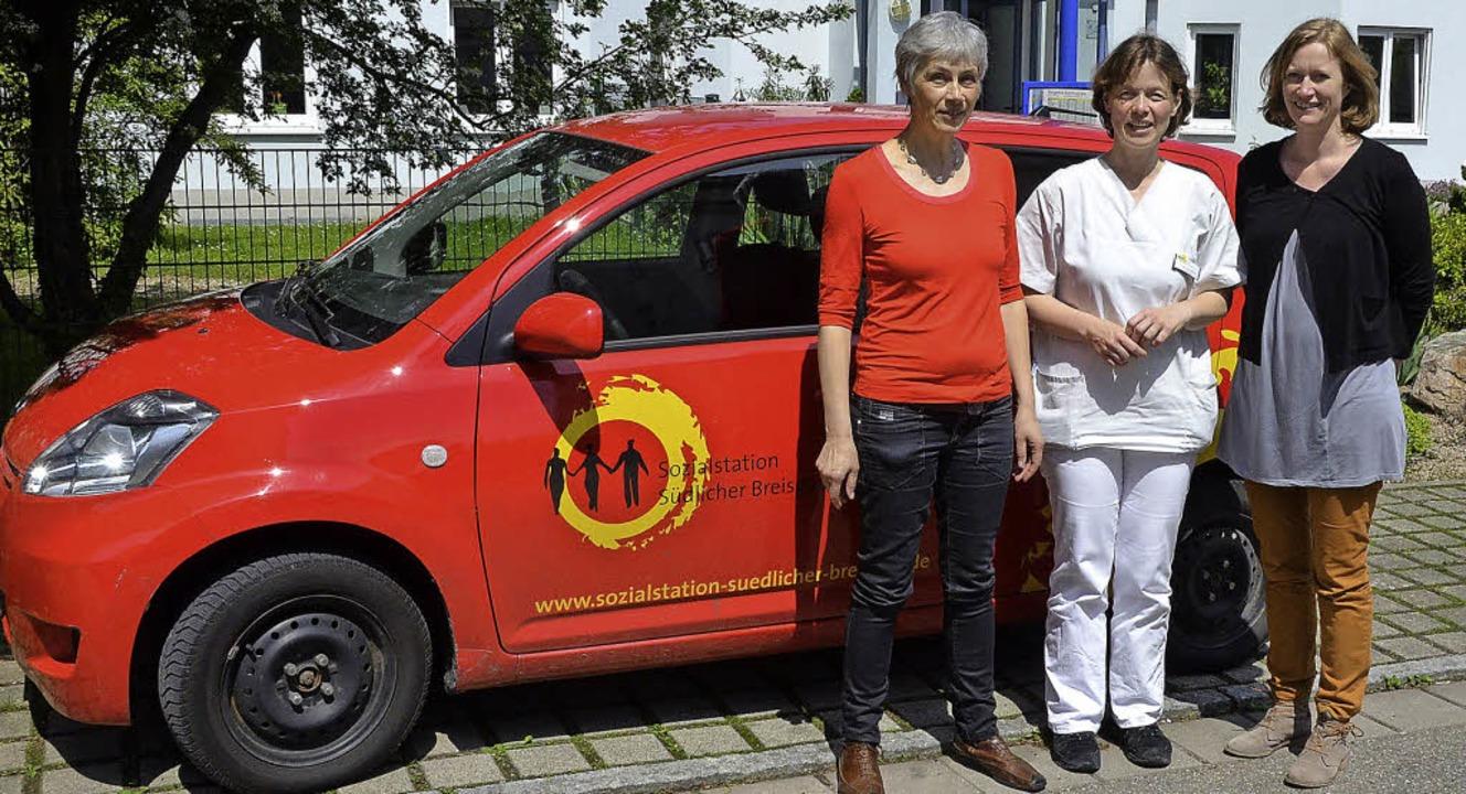 Nach dem Pflegeeinsatz: Waltraud Kanne...Bundestagsabgeordnete Kerstin Andreae.    Foto: A. Huber