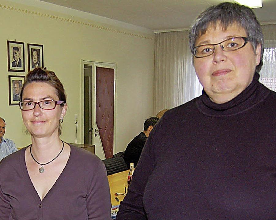 Ramona Steinke (links) folgt auf Brigi...als Karsauer Verwaltungsmitarbeiterin.  | Foto: Vollmar