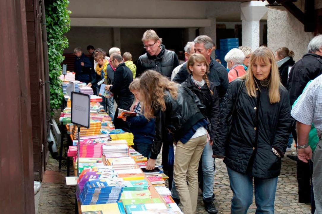 Die Endinger Innenstadt war am Sonntag...nzige große Bücher- und Einkaufsmeile.  | Foto: Ilona Huege