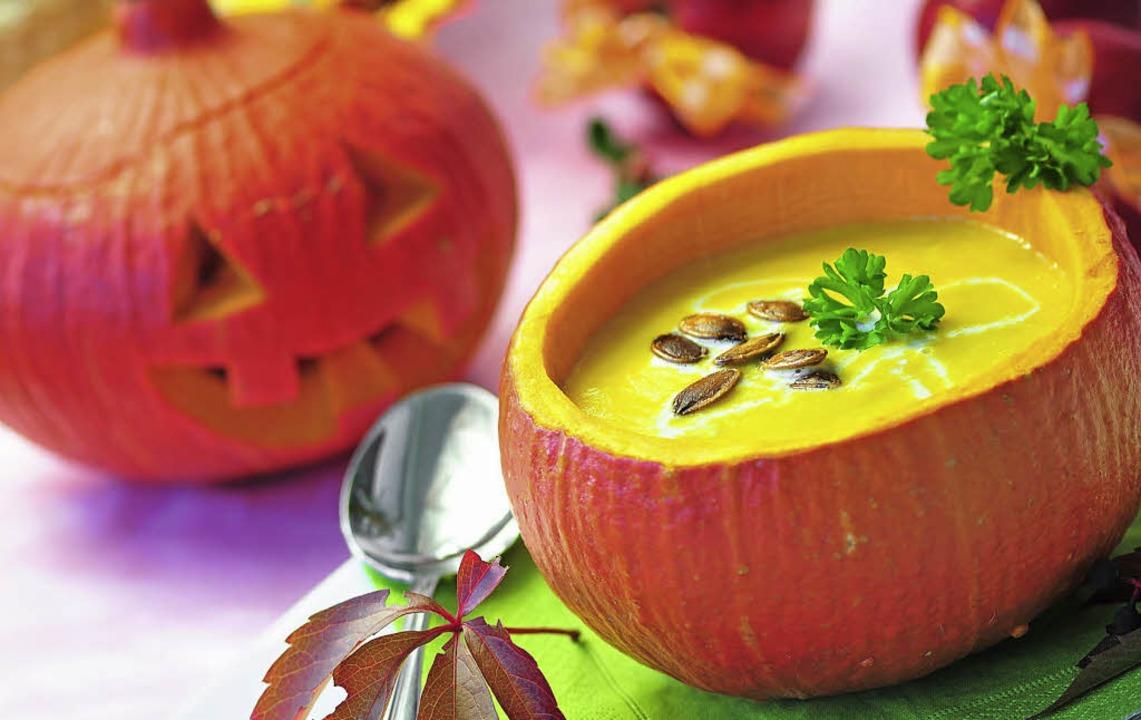 Besonders im Herbst eine leckere vegetarische Alternative: eine Kürbissuppe.    | Foto: Fotolia/Kathleen Rekowski