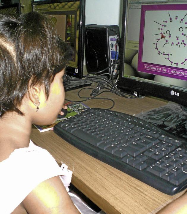 Einsatz für Berufsbildung / Indienhilf...nzierte für 184.000 Euro Hilfsprojekte  | Foto: Picasa