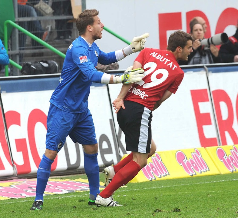 Tim Albutat im Trikot des SC Freiburg ...em ersten Bundesligaspiel gegen Fürth.  | Foto: meinrad schön