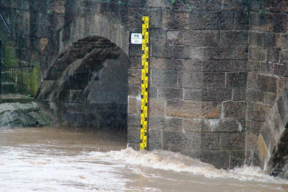 Hochwasser an der Bad Krozinger Nepomuk-Brücke (Foto: Alexander Huber)