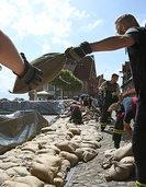 Der Kampf gegen die neue Jahrhundertflut