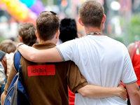 Karlruhe: Ehegattensplitting gilt auch für Homo-Ehe