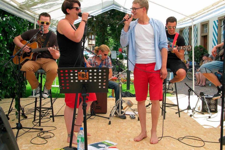Den Auftritt mit den meisten Besuchern hatte Pocket Rock, die Band aus Rheinweiler - ihre alemannischen Texte auf bekannte Rockmelodien zogen mehr als 200 Zuhörer an. (Foto: Jutta Schütz)