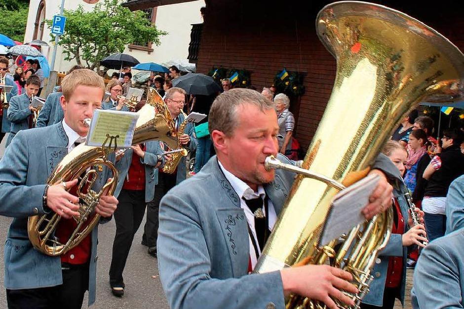 Blasmusik, Trachten und viel Stimmung gab es beim Fest des Musikvereins Utzenfeld (Foto: Hermann Jacob)