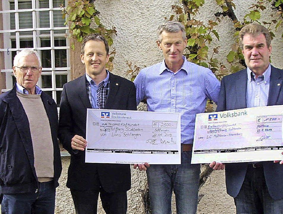 Wolfram Hartig (Vorsitzender des Förde...des LC Müllheim-Neuenburg, von links)     Foto: lions club schliengen