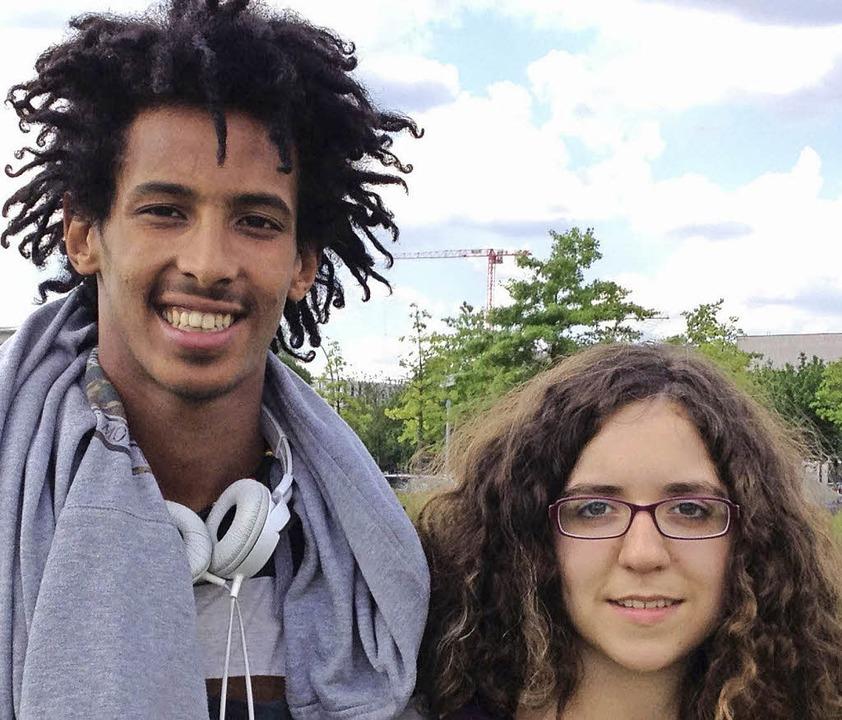 Sollen die Interessen von Jugendlichen...reten: Yafet Zewde und Elena Brossard   | Foto: Stadtverwaltung