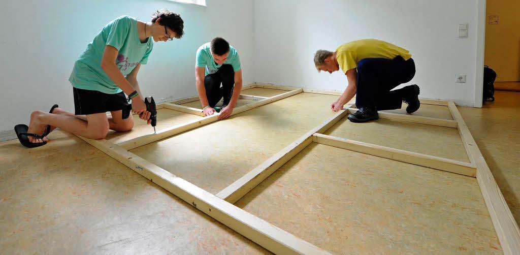 sofa selber bauen matratze diy sofa eckcouch aus kunstrasen with sofa selber bauen matratze. Black Bedroom Furniture Sets. Home Design Ideas