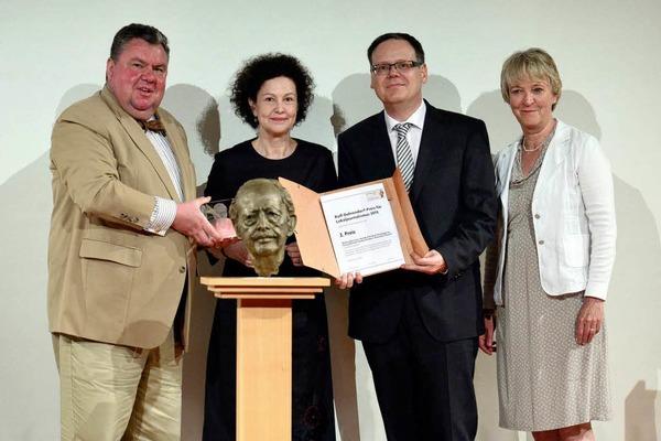 Der zweite Preis ging an die Lokalredaktion des Süderländer Tagblatts, Plettenberg, Stefan Aschauer-Hundt (dritter v.l.). Annette Hillebrand (vierte v.l.).