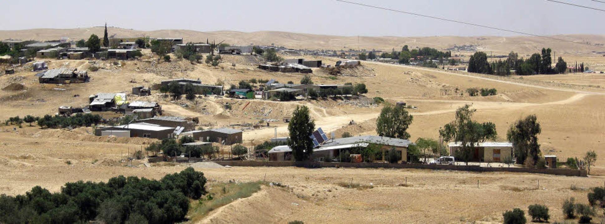 Ein typisches Beduinendorf in der Nege...0 Prozent des Staates Israel einnimmt     Foto: Inge günther