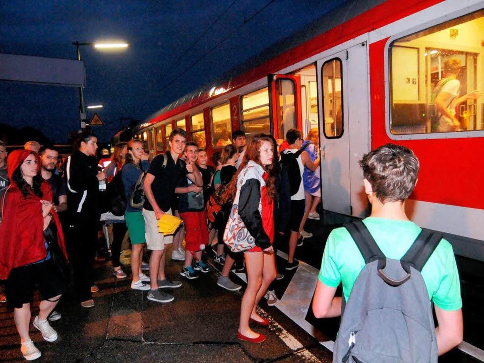 Außerplanmäßiger Halt in Ringsheim – erst am Abend ging's weiter.  | Foto: WOLFGANG KUENSTLE
