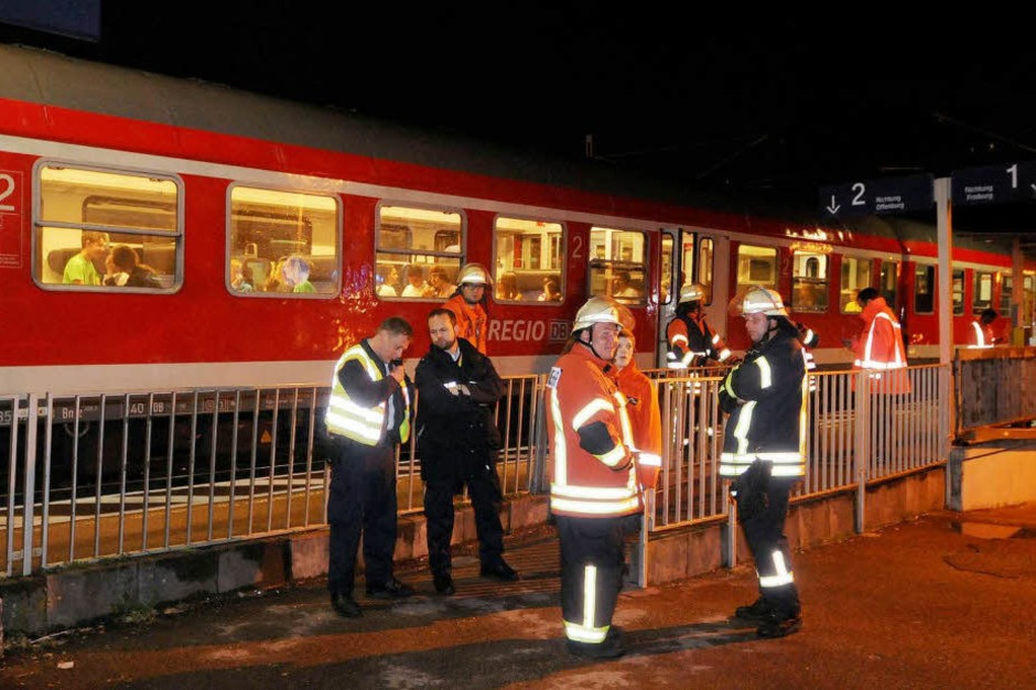 Außerplanmäßiger Halt in Ringsheim. (Foto: WOLFGANG KUENSTLE               )