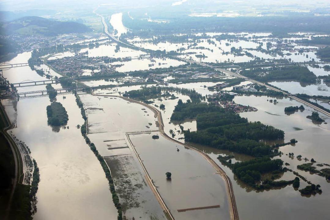 Deggendorf (Bayern) war am 9. Juni vom Hochwasser der Donau eingeschlossen.  | Foto: dpa