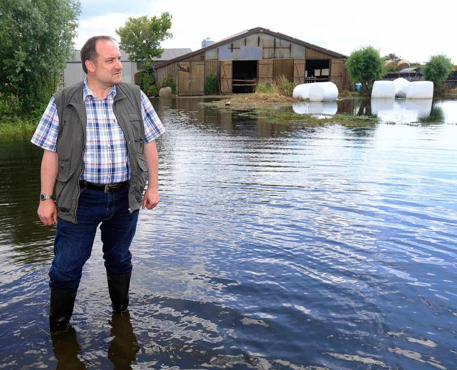 Der Präsident des Landesbauernverbande...rnhof in Schönhausen (Sachsen-Anhalt).  | Foto: dpa