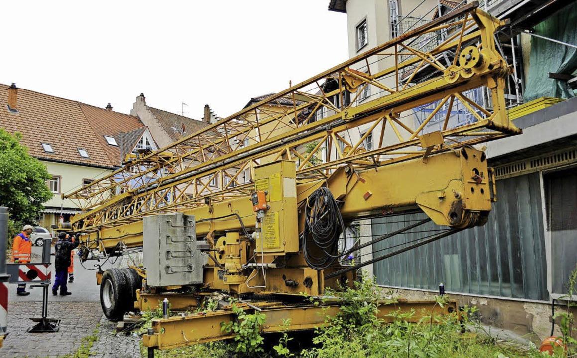 Nach vier Jahren wird der Kran abgebau...eber ungenutzt in Löffingens Skyline.   | Foto: Philippe Thines