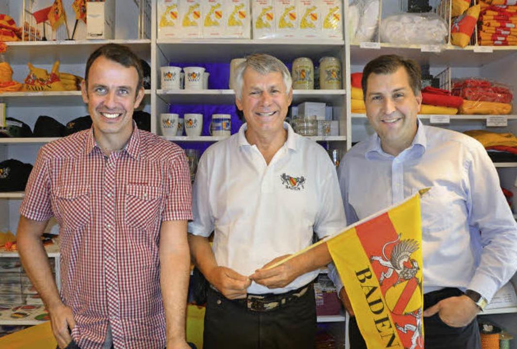 Fahnen Staeb Inhaber Guido Staeb (Mitt...) und Vertriebsleiter Matthias Klutzky  | Foto: Valentin Gensch, PR (3)