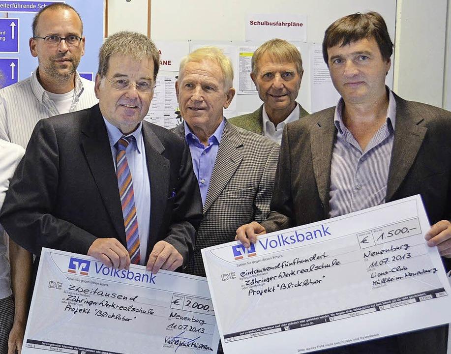 Der Kiwanisclub Neuenburg, der Lions C...stützen das Projekt mit ihren Spenden.  | Foto: Julia Jacob