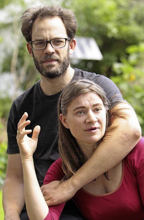 Ein derzeit gefragtes Paar mit einer V...Piraten Daniel und Anke Domscheit-Berg  | Foto: DPA
