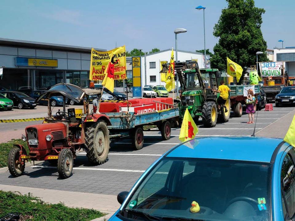 Ein Protestzug ist am Sonntag auf der B 3 nach Heitersheim gezuckelt.  | Foto: Dorothee Philipp