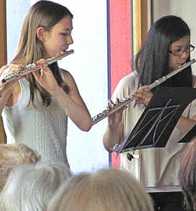 Musikerinnen beim Querflöten-Konzert in Karsau     Foto: H. Nottbrock