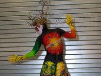 Bodypainting-Festival: Lokalmatadorin zaubert Kunst auf nackte Haut