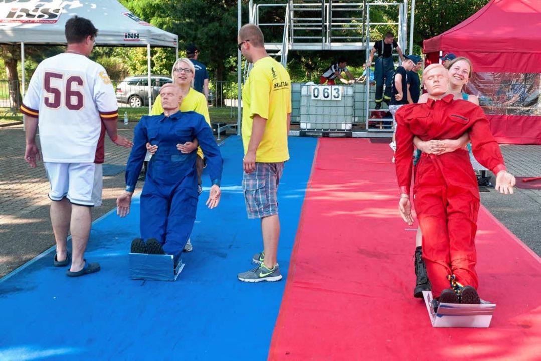 Nach dem Wettkampf hatten die Zuschaue...o-Rettungspuppe einmal auszuprobieren.    Foto: Alexander Anlicker