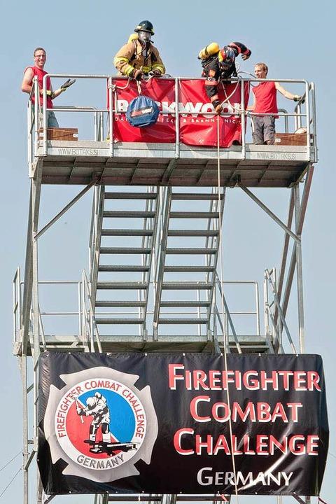 Voller Einsatz auf dem Gerüstturm    Foto: Alexander Anlicker