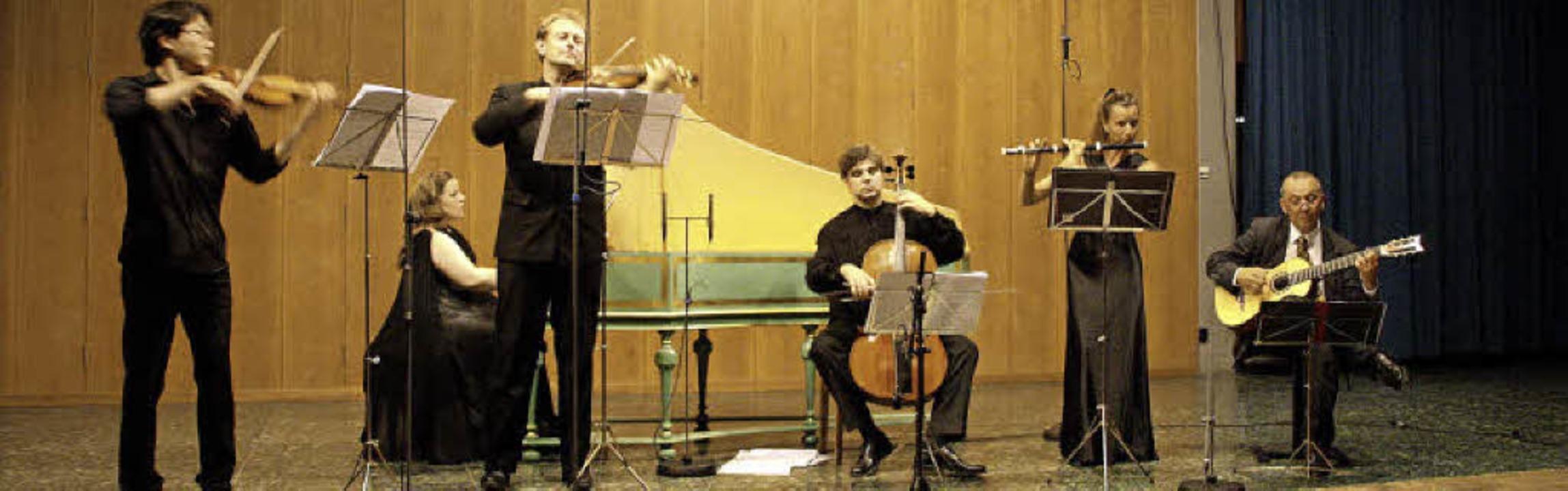 Das Ensemble Lyriarte konzertierte bei...n, Anni Laflamme und Axel Wolf (v. l.)  | Foto: Hans Jürgen Kugler