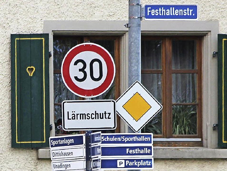 Weniger Lärm in Löffingen: Wie hier in...et neue Tempo-30-Schilder aufgestellt.    Foto: Christa Maier