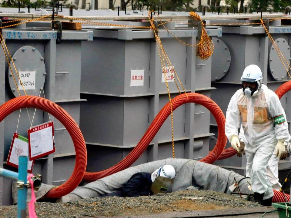 Wassertanks an der japanischen Atomruine Fukushima.  | Foto: dpa