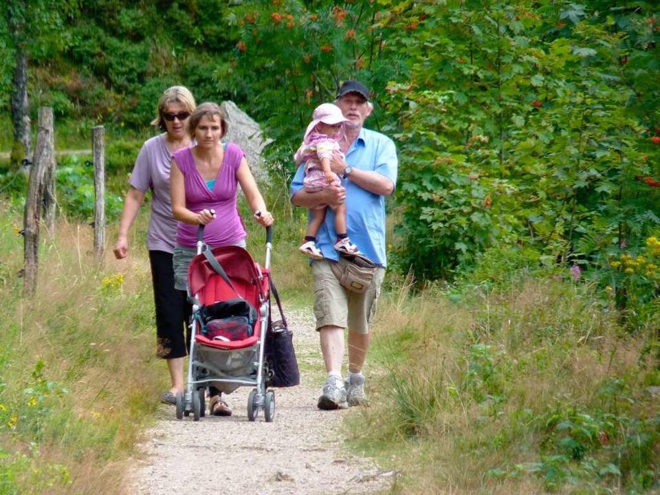 Familien wandern gern im Naturschutzgebiet rund um den Nonnenmattweiher    Foto: Dirk Sattelberger