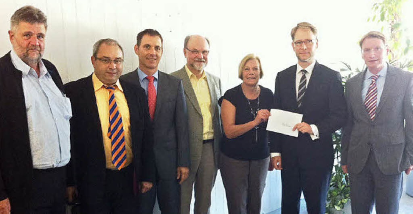 Besuch im Staatsministerium: Harry Bac...terpräsident Kretschmann zu übergeben.  | Foto: privat