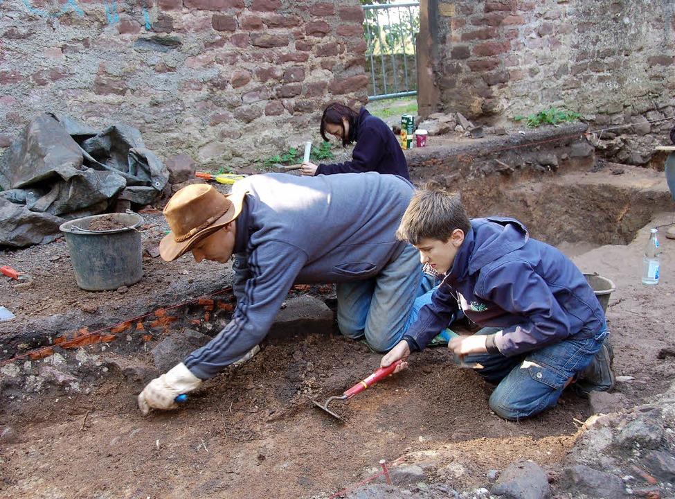 Unter dem Steinboden der  Severinskape...auern der alten Pfarrkirche gefunden.   | Foto: Frank Kiefer