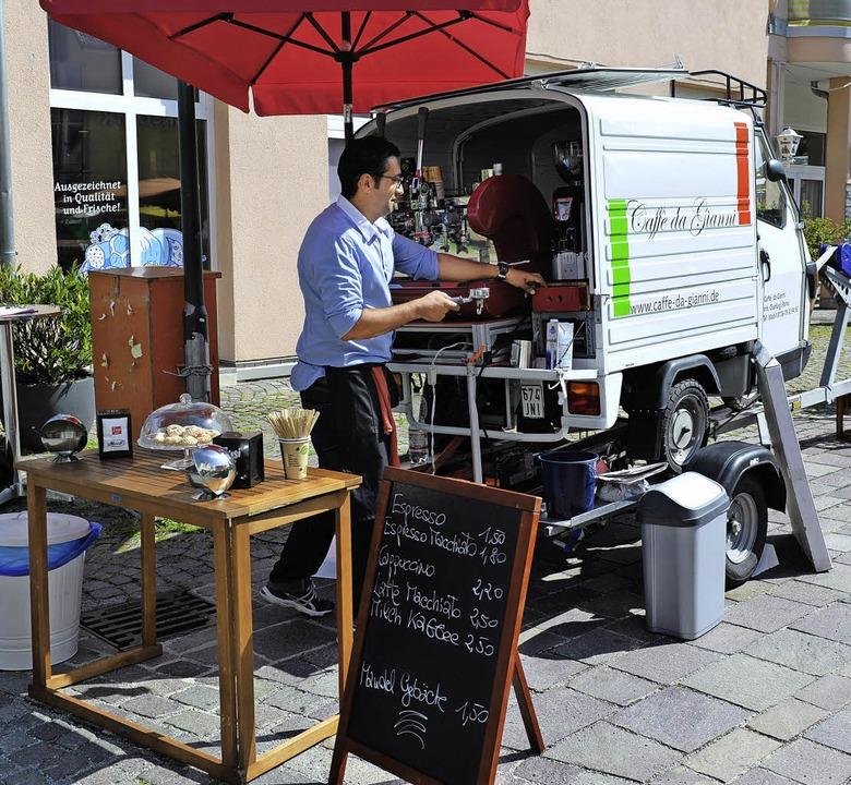 "Gianluigi Palma mit seinem mobilen Kaf...iehung macht mir einfach Spaß.""   | Foto: Franziska Löffler"