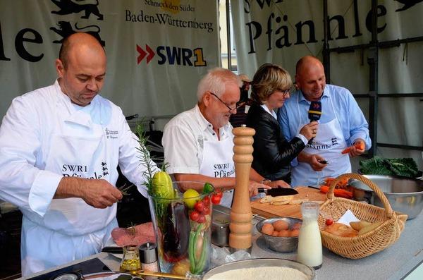 """Heiko Bergner von der """"Krone"""" in Maleck mit seinen Beiköchen Felix Schöchlin und OB Stefan Schlatterer."""